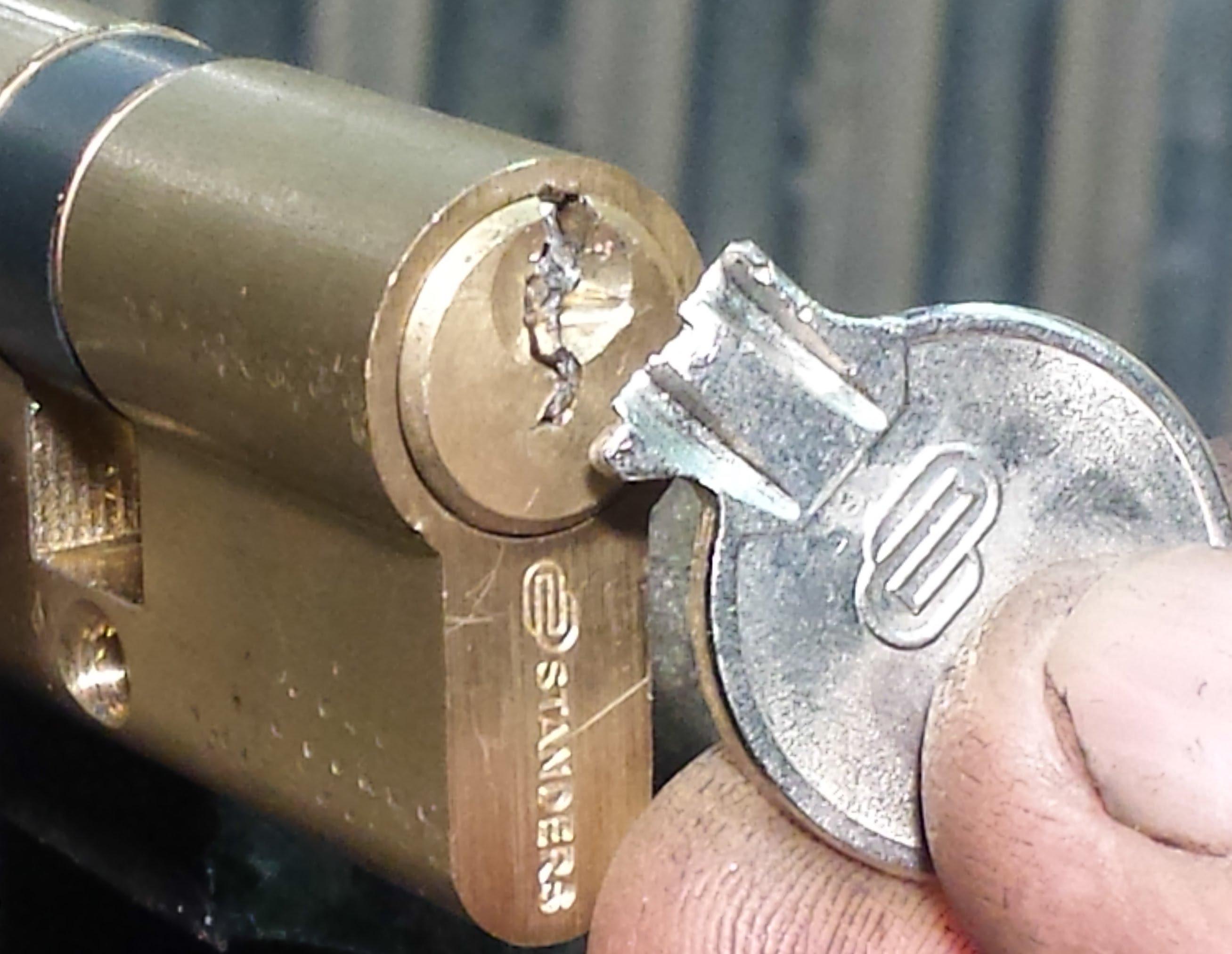 ¿Qué se debe hacer cuando se tiene una llave partida?